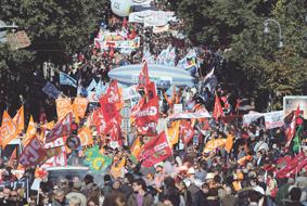 احتقان وعنف وإضرابات في فرنسا