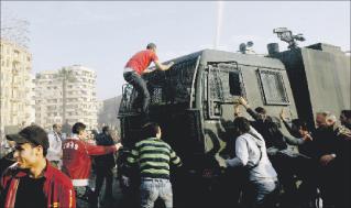 شرارة ثورة الياسمين  تصيب الجزائر