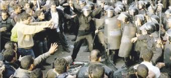 ستة قتلى وعشرات الجرحى بمصر في ثلاثة أيام من الاحتجاجات