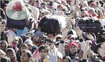 سلاح الجو التابع للقذافي يغير على المتمردين