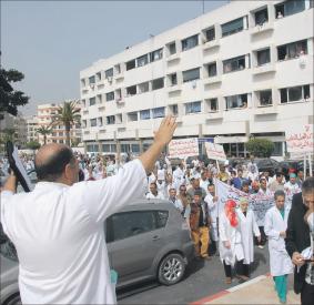موظفون بالمراكز الاستشفائية يحتجون ضد تعسفات