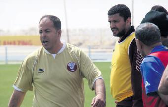 مغاربة يقودون ثورة كروية في قطر