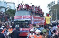 لاعبو تطوان جابوا الشوارع في حافلة مكشوفة