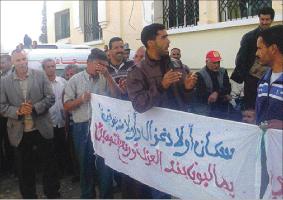 سكان بني وليد يستقبلون الوزير عبو بالاحتجاج