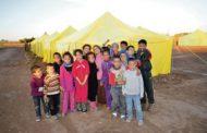 سكان مخيمات الفيضانات في قاعة انتظار باردة