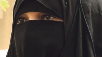 اعتقال منقبة بمسجد بحوزتها مخدرات