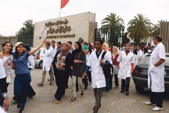 طلبة الطب والصيدلة يقاطعون الدراسة