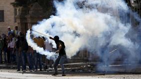 سكاكين الفلسطينيين تنهي حصار