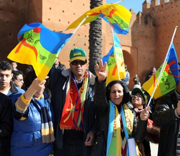 أمازيغيون يركبون أرجوحة