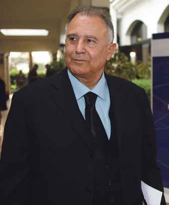 رئيس الحكومة يجمد نشاط مجلس المنافسة