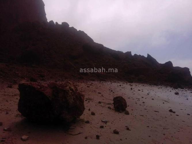 كارثة.  انهيار قوس شاطئ