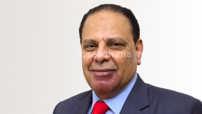 علاء الأسواني: كيف تحتفظ بمنصبك الوزاري