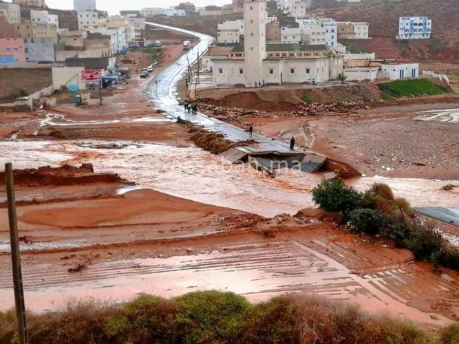 خطير ... الفيضانات تجتاح مناطق بالمملكة وتخلف سيولا قوية وخسائر بالجملة