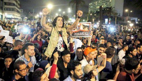 الحسيمة تخرج لليلة الثانية على التوالي احتجاجا على وفاة فكري