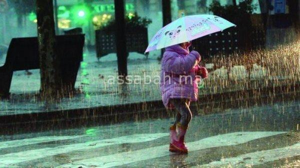 طقس الجمعة ... الأمطار مستمرة لكنها خفيفة