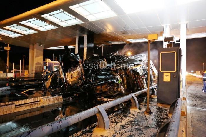 بالصورة ... وفاة سائق شاحنة الصهريج الذي اصطدم بمحطة الأداء بأكادير