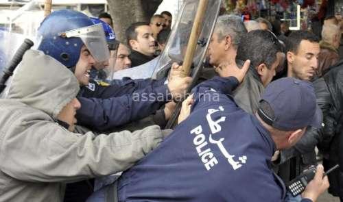 سياسي يضرب عن الطعام احتجاجا على تزوير انتخابات الجزائر