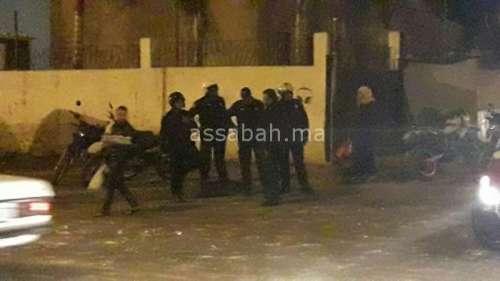 بالصور .. حرب شوارع بين نزلاء خيرية ومشرملين بالبيضاء