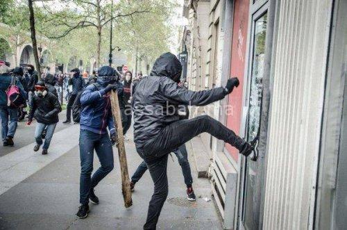 تجدد المواجهات بين الشرطة ومحتجين في باريس