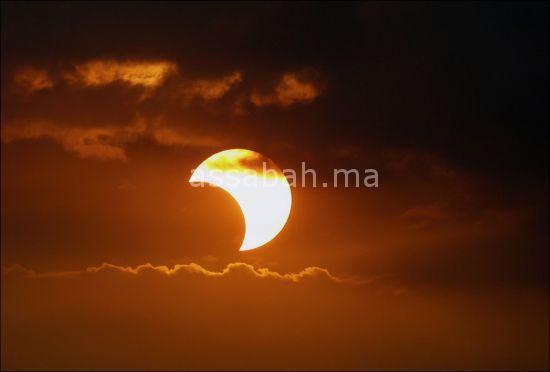العالم على موعد مع كسوف الشمس اليوم