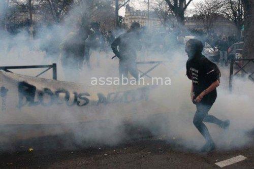 بالصور ..أعمال شغب وفوضى تجتاح باريس
