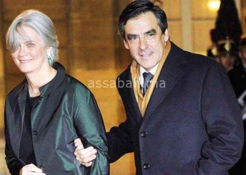 توظيف الزوجة يخلط أوراق مرشح اليمين الفرنسي