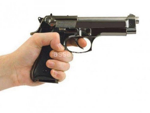 ضابط مخابرات يطلق النار على مخمور