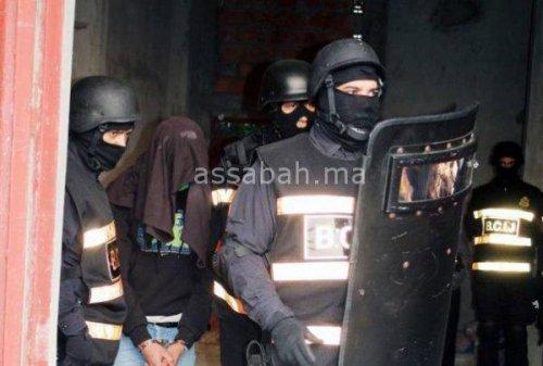 اعتقال ثلاثة