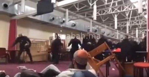 فيديو .. الأمن الفرنسي يقتحم مسجدا ويطرد المصلين