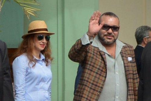 الملك في كوبا... سياحة واختراق