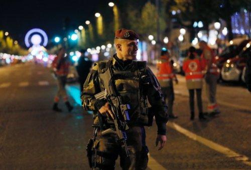 اعتداء باريس يرخي بظلاله على انتخابات الرئاسة