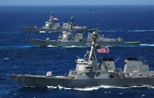 تصعيد ..سفينة أمريكية تطلق النار على قارب إيراني بالخليج