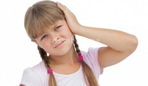 طرق مضرة في  تنظيف الأذن
