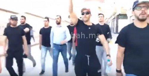 فيديو ..الزفزافي شارك في مسيرة الحسيمة بحراس خاصين