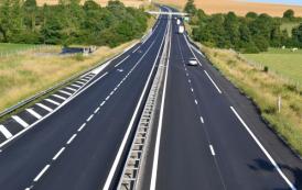 الأشغال توقف الطريق السيار بين الخميسات ومكناس لساعات