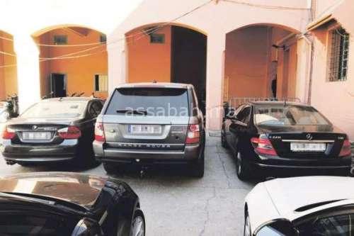 سياسيون يتجولون بسيارات مسروقة