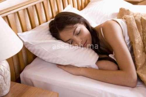 مغاربة يقضون نهارهم في النوم