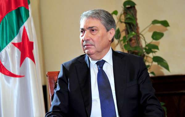 بن فليس: الجزائر تمر من أكبر أزمة في تاريخها