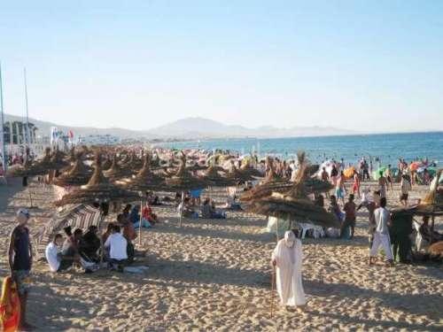 رمضان طنجة... البحر لتزجية الوقت