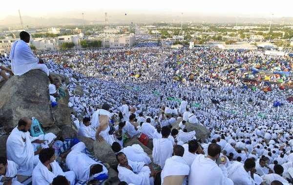 السعودية تسمح للقطريين بأداء الحج