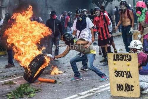 فنزويلا تحترق!