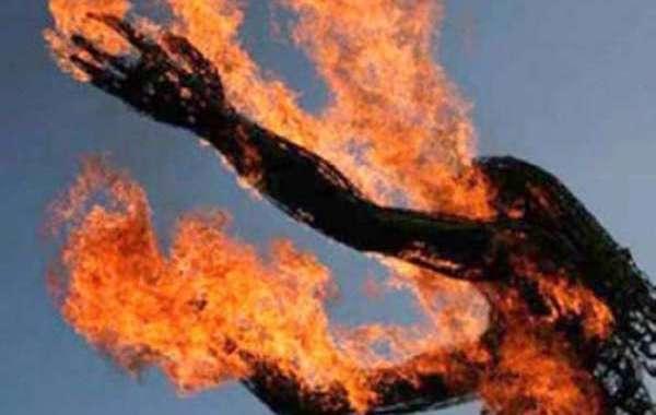 شخص يضرم النار في نفسه بالرباط