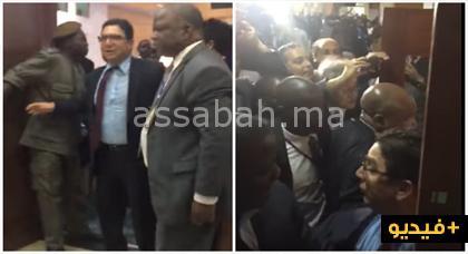 فيديو.. رجال أمن موزمبيقيين يبهدلون وزير الخارجية المغربي