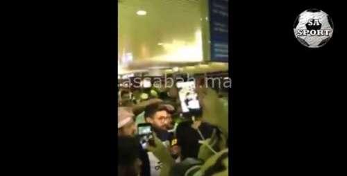 فيديو .. جماهير النصر تخصص استقبال الأبطال لفوزير بالسعودية