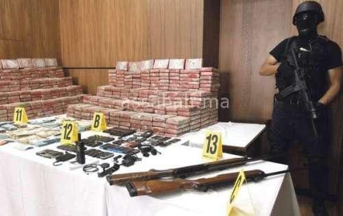 أسلحة نارية بحوزة شبكة الكوكايين