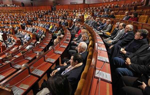 معـاش البرلمانييـن يفجـر