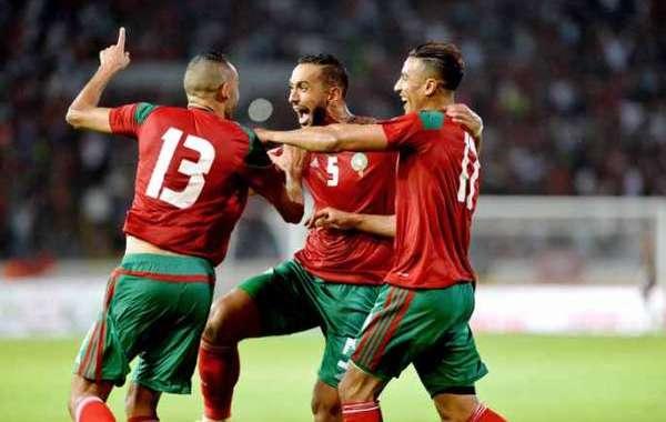 فيديو .. احتفالية خاصة للاعبي المنتخب ورونار خلال حفل عشاء