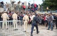 بالصور .. عنف واعتقالات ساعات بعد طرح تذاكر مباراة الوداد