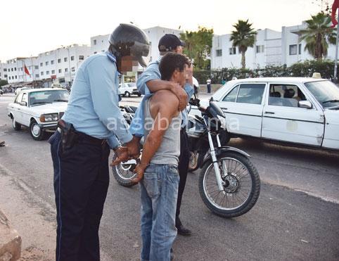 التحقيق في تعذيب معتقل