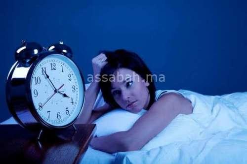 6 أضرار للنوم بالماكياج